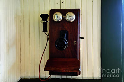 Photograph - Vintage Phone 12618 by Ray Shrewsberry