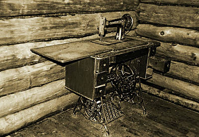 Photograph - Vintage Singer Sewing Machine by Debbie Oppermann