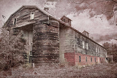 Photograph - Vintage Vermont Barn by Jeff Folger