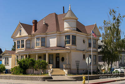 Vintage Victorian House Petaluma California Usa Dsc3800 Art Print by Wingsdomain Art and Photography