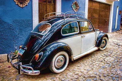 Vintage Auto Photograph - Vintage Vw Bug In Mexico by Carol Leigh