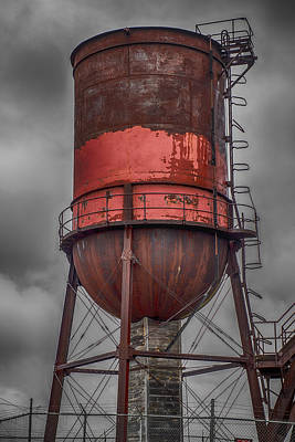 Abandoned Structures Photograph - Vintage Water Tower by Paul Freidlund