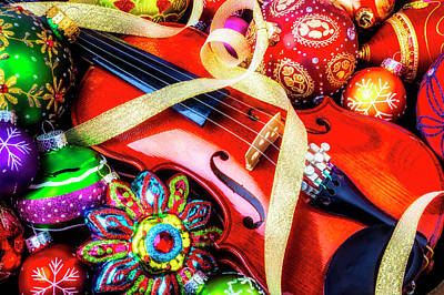 Photograph - Violin With Christmas Ornaments by Garry Gay