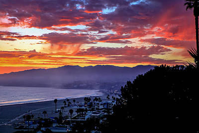 Photograph - Virga Sunset Over Malibu by Gene Parks