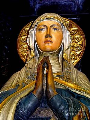 Photograph - Virgin Mary In Prayer by Ed Weidman