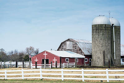 Photograph - Virginia Barn by Stewart Helberg