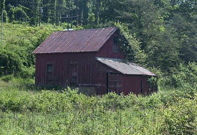 Photograph - Virginia Barn by Suzanne Gaff