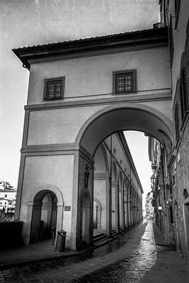 Photograph - Visari Corridor Florence Italy Bw by Joan Carroll