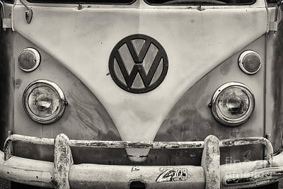 Photograph - Volkswagen Bus by Dennis Hedberg