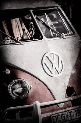 Volkswagen Bus Photograph - Volkswagen Vw Bus Emblem -1355ac by Jill Reger