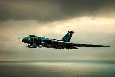 Photograph - Vulcan Xh558 by Chris Lord