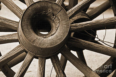 Photograph - Wagon Wheel Hub by Kirt Tisdale