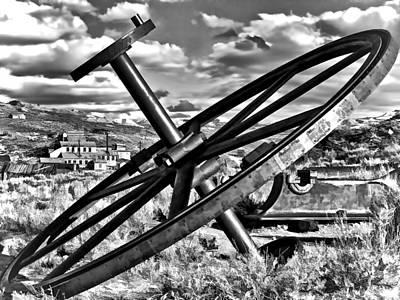 Photograph - Wagon Wheel by Maria Coulson
