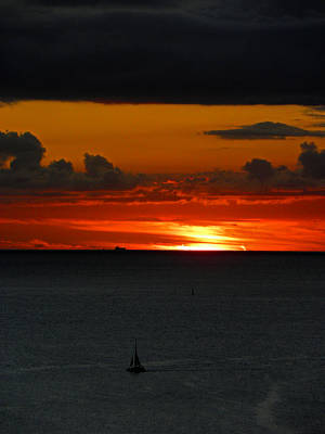 Sunset Sailing Photograph - Waikiki Sunset Iv by Elizabeth Hoskinson