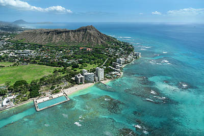 Diamond Head Photograph - Waikiki War Memorial Pool And Diamond Head by Sean Davey