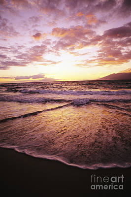 Photograph - Wailea Beach At Sunset by Joe Carini - Printscapes