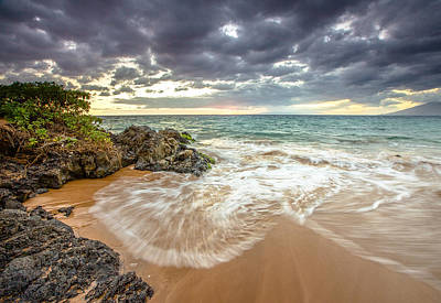 Photograph - Wailea Sunset From Maui by Robert  Aycock