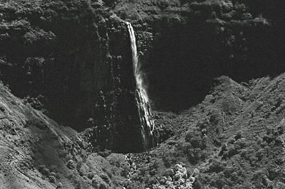 Photograph - Waterfall 03 - Sfx 200 Bw - Waimea Canyon - Kauai, Hawaii by Pamela Critchlow