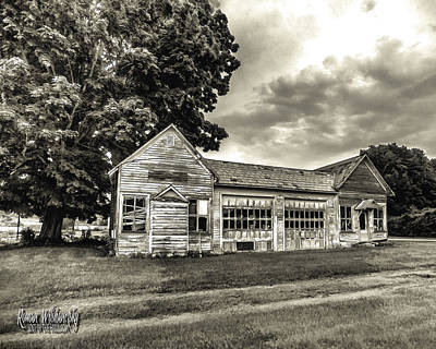 Photograph - Walholding Post Office by Roman Wilshanetsky