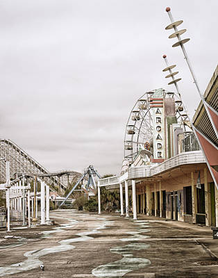 Photograph - Walkway To The Arcade by Andy Crawford