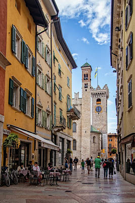 Photograph - Walkway To Trento Town Square by Carolyn Derstine