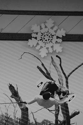 Photograph - Wall Surfing With A Snow Flake by Rob Hans