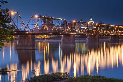 Photograph - Walnut Street Bridge At Night by John Daly