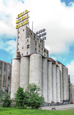 Flour Photograph - Washburn Mill And Gold Medal Flour Sign In Minneapolis by Jim Hughes