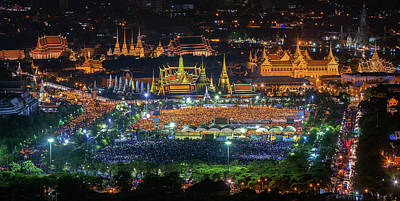 Photograph - Wat Phra Keaw And Thai People by Anek Suwannaphoom