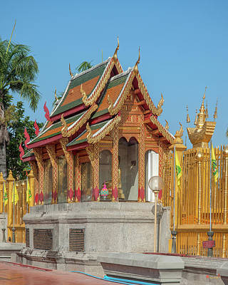 Photograph - Wat Phra That Hariphunchai Phrathat Hariphunchai Chedi Buddha Shrine Dthlu0010 by Gerry Gantt