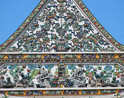 Photograph - Wat Ratcha Orasaram Phra Ubosot Gable Detail Dthb0428 by Gerry Gantt