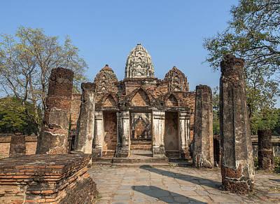 Photograph - Wat Si Sawai Wihan And Prangs Dthst0060 by Gerry Gantt