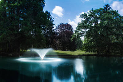 Tranquil Pond Photograph - Water Fountain At Spring Grove by Tom Mc Nemar