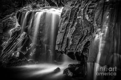 Waterfall In Black And White Art Print by Ernesto Ruiz