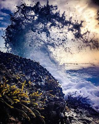 Photograph - Wavespray by Alistair Lyne