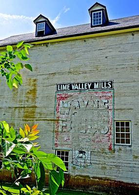 Photograph - Wayne Feeds Lime Valley Mill by Tana Reiff