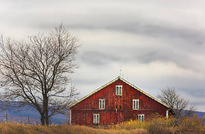 Photograph - Weathered Barn Off The Turnpike by Joni Eskridge