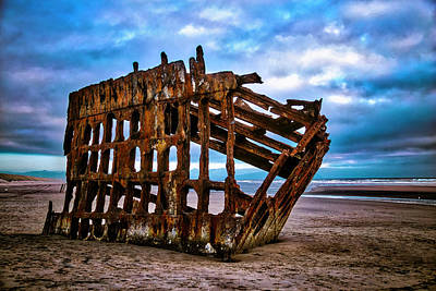 Peter Iredale Photograph - Weathered Shipwreck by Garry Gay