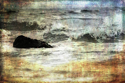 Photograph - Welcoming The Waves by Randi Grace Nilsberg