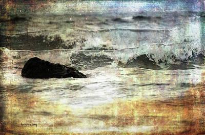 Photograph - Welcoming The Waves by Randi Grace Nilsberg