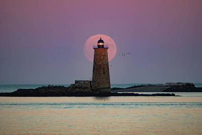 Photograph - Whaleback Lighthouse Moonrise by Jeff Folger