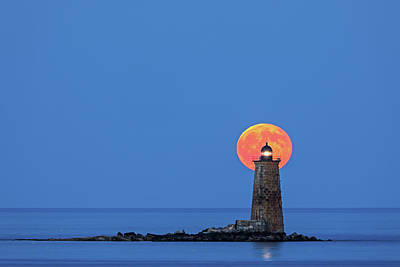 Photograph - Whaleback Lighthouse With Buck Full Moon by Juergen Roth