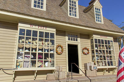 Where Santa Shops In Colonial Williamsburg Print by Teresa Mucha
