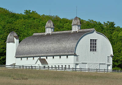 Riverstone Gallery Photograph - White Country Barn by Gregory Steele