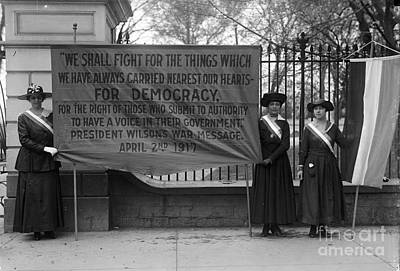 Photograph - White House: Suffragettes by Granger