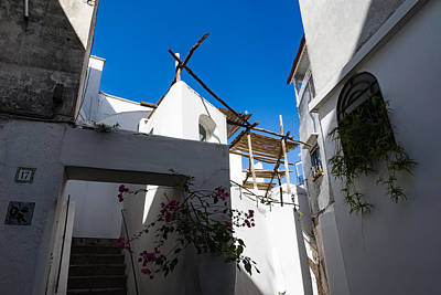 Photograph - Whitewashed Mediterranean Courtyard - A Charming Traditional Home On Capri Island, Italy by Georgia Mizuleva