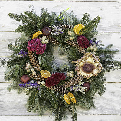 Wheat Chain Photograph - Williamsburg Wreath 10b by Teresa Mucha