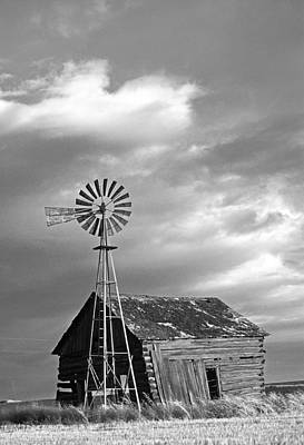 Photograph - Windmill And Barn At Sunset by Doug Davidson