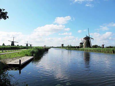 Photograph - Windmills In Kinderdijk Holland by Loretta Luglio