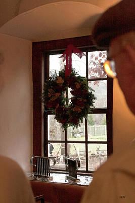 Photograph - Window Wreath by Lee Hartsell